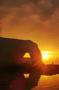 en person mot solnedgången