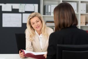 anställningsintervju med två personer
