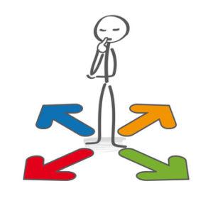 Person som står vid fyra pilar i olika riktningar